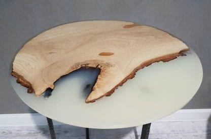 стол из массива с эпоксидной смолой