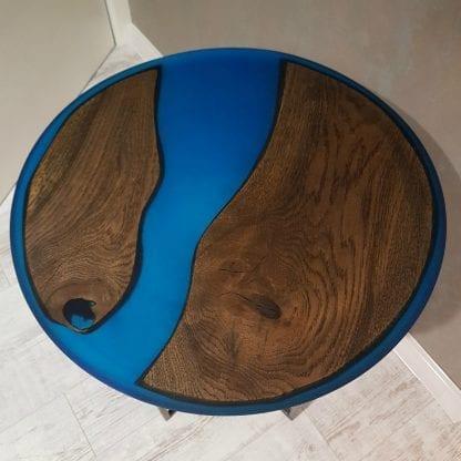 стол из эпоксидной смолы и дерева